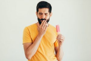 person with sensitive teeth eating a popsicle